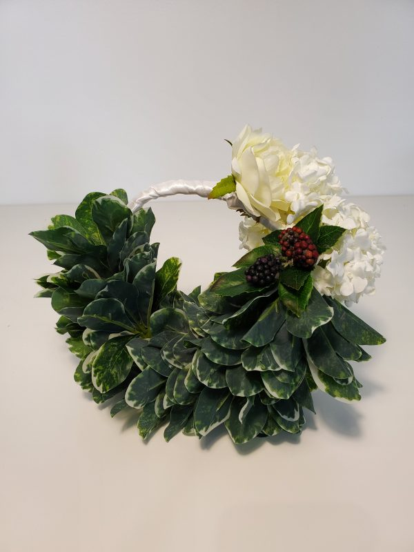 Handheld wreath